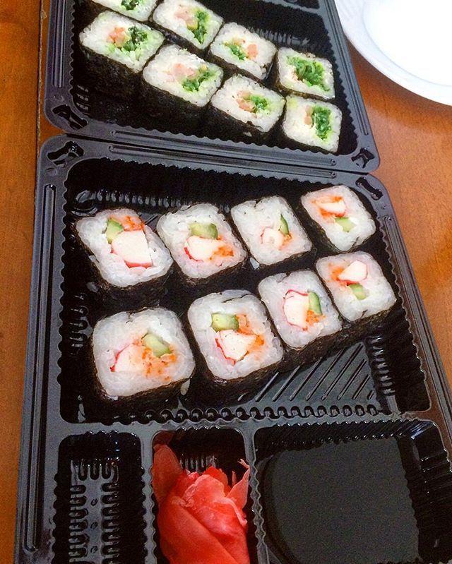 """Вкусняхи на #обед 😋 Попала на акцию """"возьми одни роллы, вторые в подарок"""" 🎁  #пп#правильноепитание #суши#вкусно#вкусняшки #вкусняшка#худею#худеем#худеемвместе#жируходи#жир#зож#здоровье#ппобед#дневник#ппдневник #sushi#lunch#eat#food#foodporn #eatingclean #eathealthy #eatclean #cleaneating #healthyfood #healthy#health #cooking  Yummery - best recipes. Follow Us! #foodporn"""
