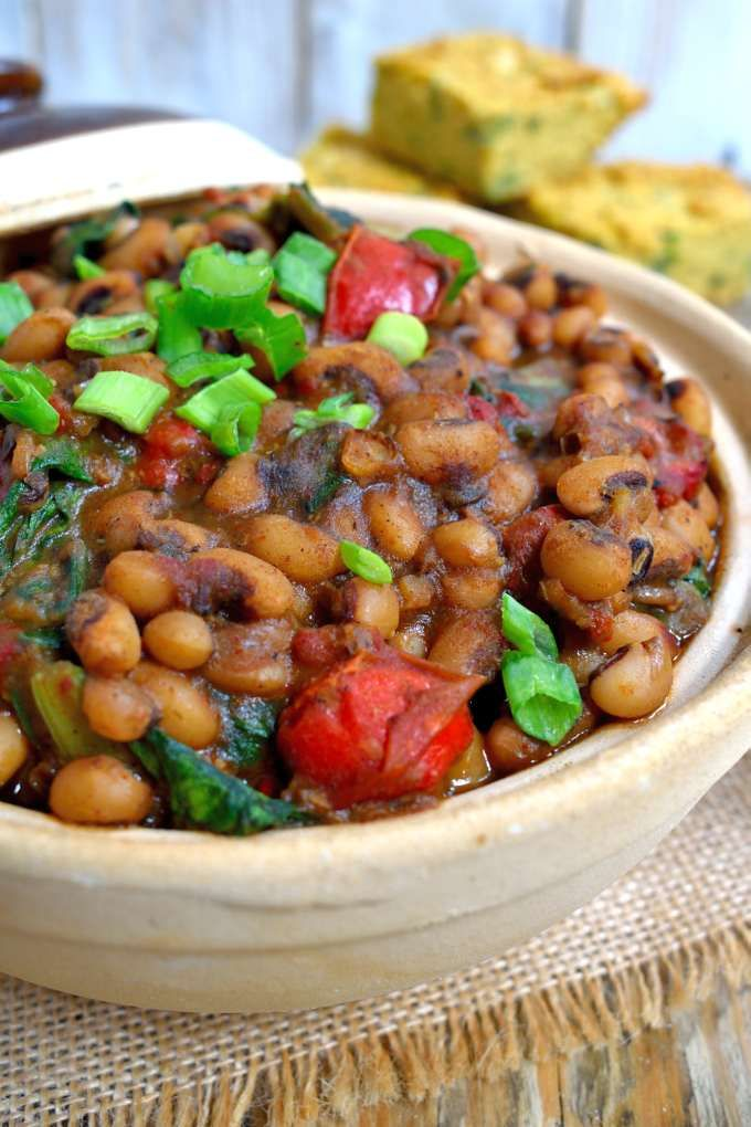These smoky vegetarian black-eyed peas and greens will surprise you with how much flavour can come out of such simple ingredients. A great vegetarian or vegan dish!