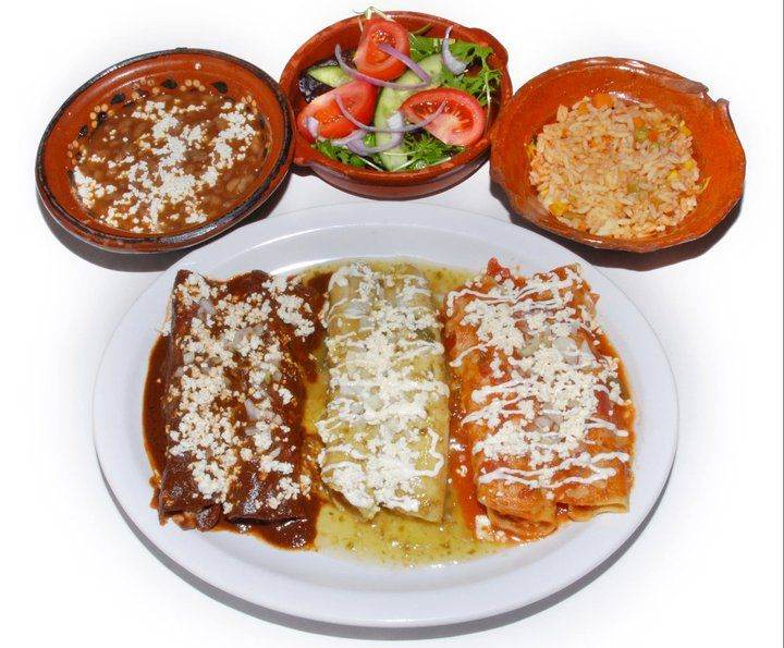 Plato de Enchiladas Mixtas Chicken or vegetarian enchiladas topped with mole poblano, salsa verde and salsa roja. Served with rice, frijoles bayos and salad. (Vegan option available upon request)