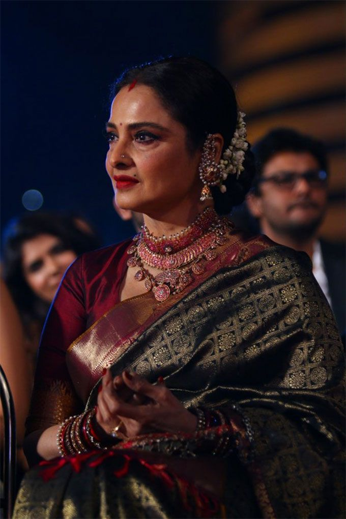 Rekha .. she never goes wrong with the saree selection. ♥