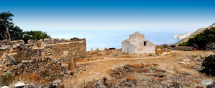 A Marettimo, nelle isole Egadi, la storia e la natura sono le pennellate uniche sulla tavolozza azzurra di un mare incontaminato.
