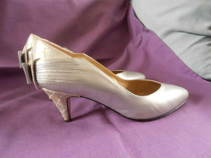 Vintage 'RENATA' Silver Court Shoes with Bow Detail UK 4.5 / 5 | eBay