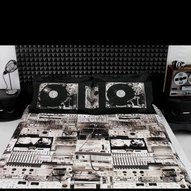 DJ bed set-