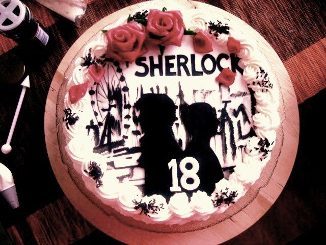 Sherlock cake! O_O Whoa... fondant silhouettes and letters, painting with gel colors?