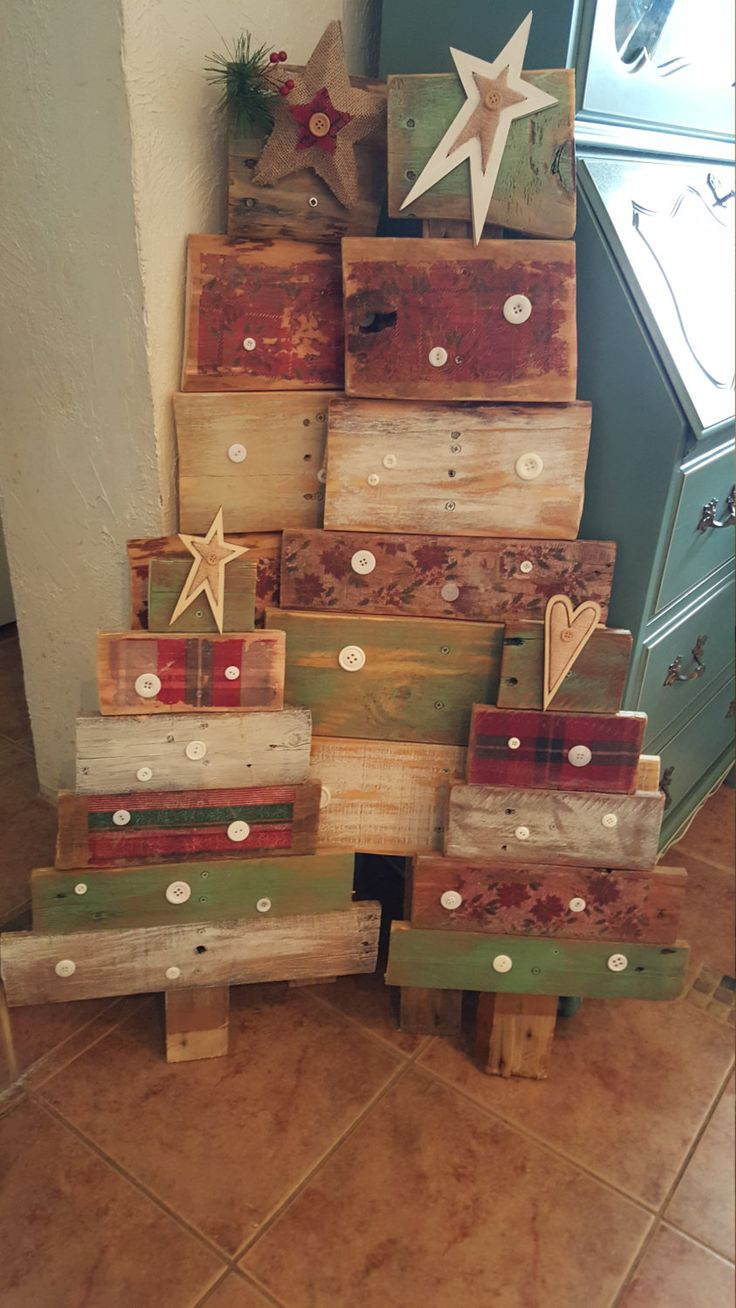 Pallet Christmas trees by HillbillyHeart on Etsy