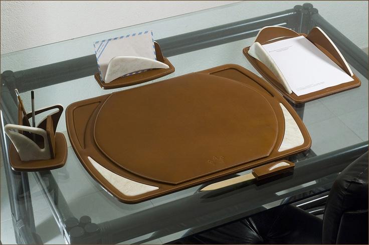 Ikea Detolf Glass Cabinet Nz ~ luxuriöse Schreibtisch Unterlage echtes Leder $1500  http  www bce