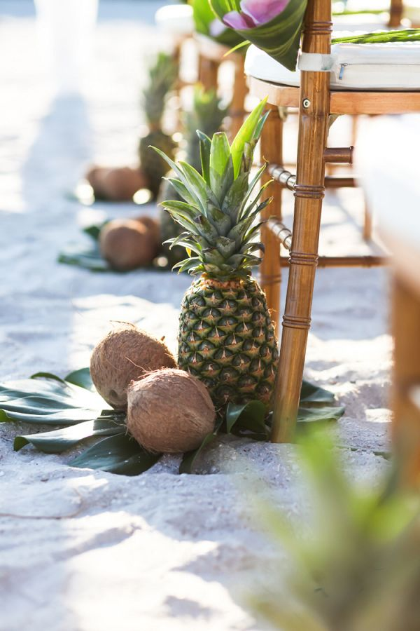 Ananas-Kokos-Gangmarker #Hochzeit #Aislesociety #Hochzeit …   – Tropical Weddings From Aisle Society