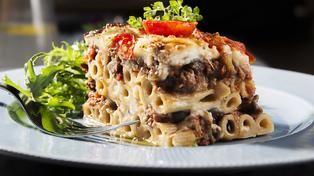 Pasta i form med kjøttdeig og aubergine