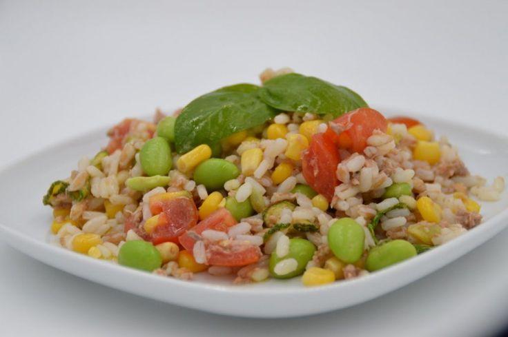 Insalata di riso, farro e orzo con verdure e legumi.. ideale sia al mare che in pausa pranzo!