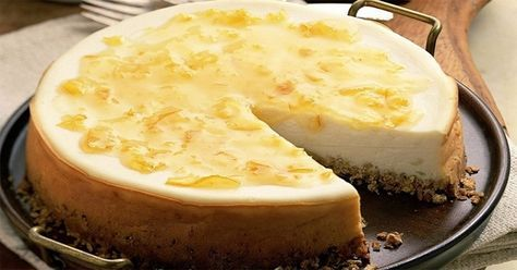 Vă prezentăm o rețetă de tort dietetic delicios. Este un desert fin și ușor, numai bun pentru toți cei de preferă un mod sănătos de viață sau sunt la dietă. Blatul moale și pufos din făină de ovăz în combinație ce crema fină din brânză și iaurt oferă o adevărată plăcere papilelor gustative. Odată încercat, …