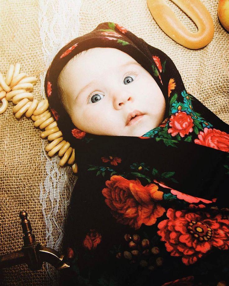 Мы тут собираем идеи для ежемесячной фотосессии #алисвородис ) есть идея  сделать космическую фотосессию ко дню космонавтики  перед вами русский народный лук) какие еще предложения?) . #children #childrens #childrenphoto #girl #topgirl