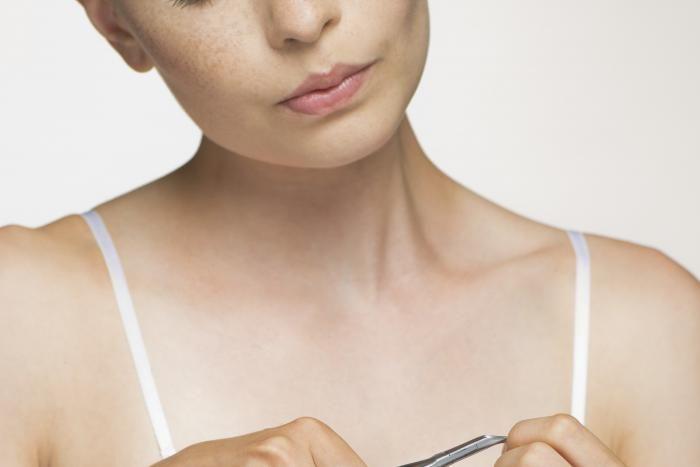 Bij een verzorgd voorkomen horen ook mooie handen en nagels. Zijn jouw nagels vaak gescheurd of verkleurd? Geen nood, met deze handige tips maak je hier snel een einde aan.