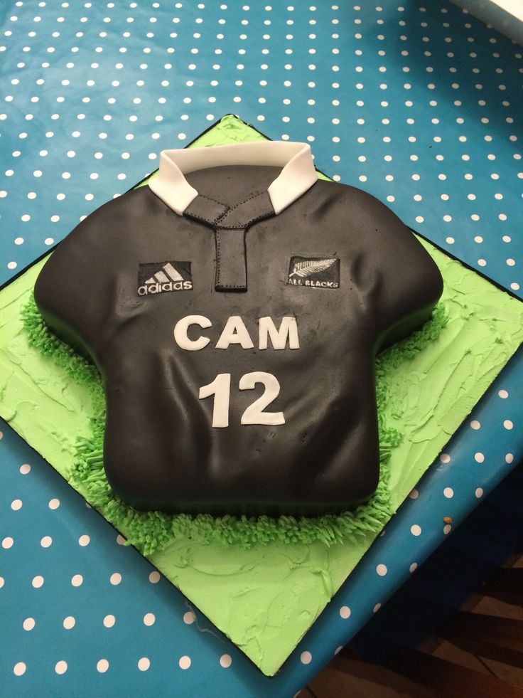All Blacks rugby jersey cake.