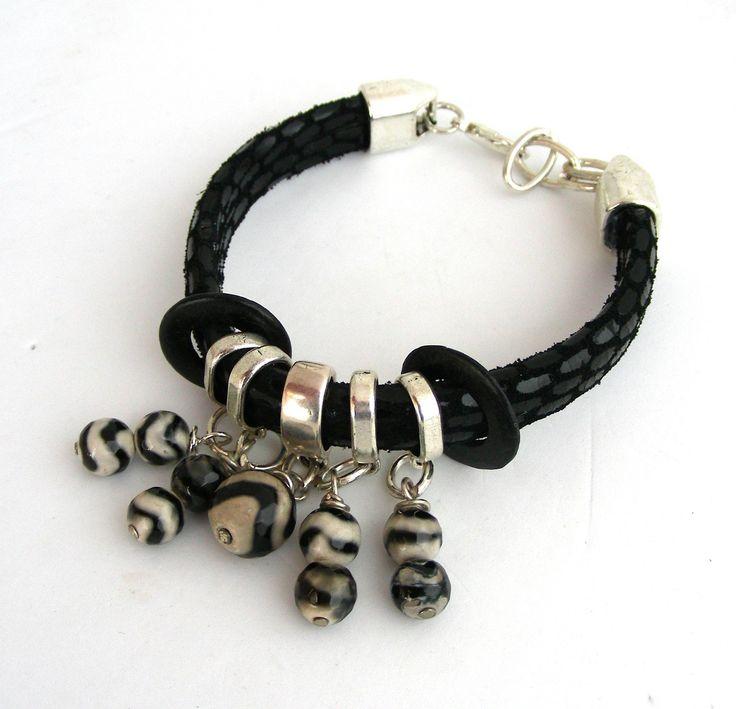 Bracelet Femme -Cuir serpent noir - Breloques perles Agate/Onyx noire/beige : Bracelet par ladyplazza
