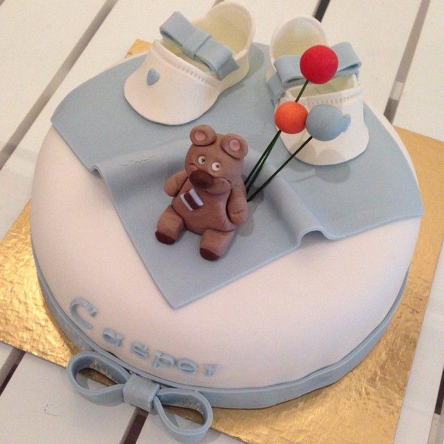 Så fin  mycket pojkar nu  #cake #tårta #dop #christening #birthday #party #fest #nalle #teddybear #ballonger #ballons #skor #shoes #blue #boy #pokje #homemade #hembakat #handmade #sockerpasta #göteborg #linné #gbgftw #catering #foodart #konst #wiltoncakes #baklycka