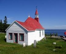 Inspiring generations of Canadian artists, from the Chapel at Tadoussac you can enjoy the vast Saint Lawrence River and breathtaking Saguenay fjord.