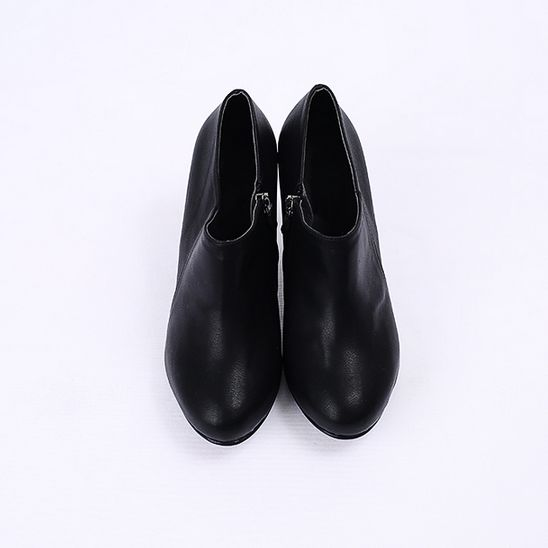 Korea womens shopping mall [REALCOCO] Round nose cut ankle / Size : 225-250 / Price : 44  USD #korea #fashion #style #fashionshop #apperal #koreashop #ootd #realcoco #shoes #booties #black