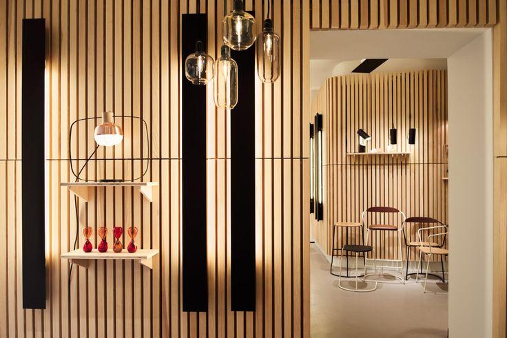 Spécialiste du luminaire, Melville vous propose sa sélection design et vintage de décoration pour la maison et le bureau.