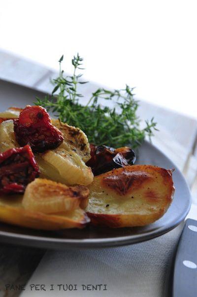 Patate, cipollotti di Tropea e pomodorini al forno