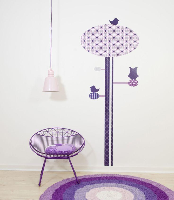 Mysig läshörna med lila inspo <3 - Sebra Stol Metall You Lounge Lila #jollyroom #läshörna #lila #inredning #barnrum