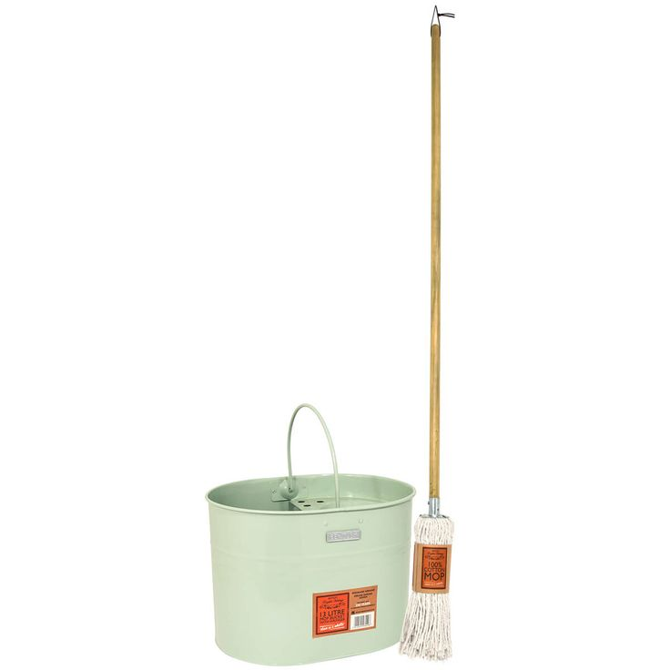 This traditional English heritage mop and bucket is ideal for all wet mopping applications.