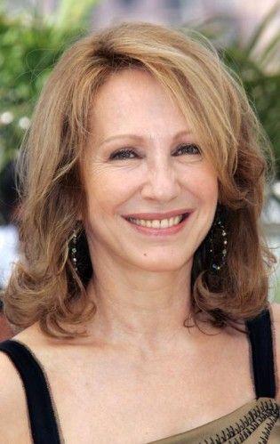 Nathalie Marie Andrée Baye (1951). Elle est née dans l'Eure. Ses parents sont peintres et, toute jeune, elle est attirée par l'art, elle suit des cours de danse à Monaco puis à New York et ensuite les cours Simon et le conservatoire à Paris. Jeune, elle...