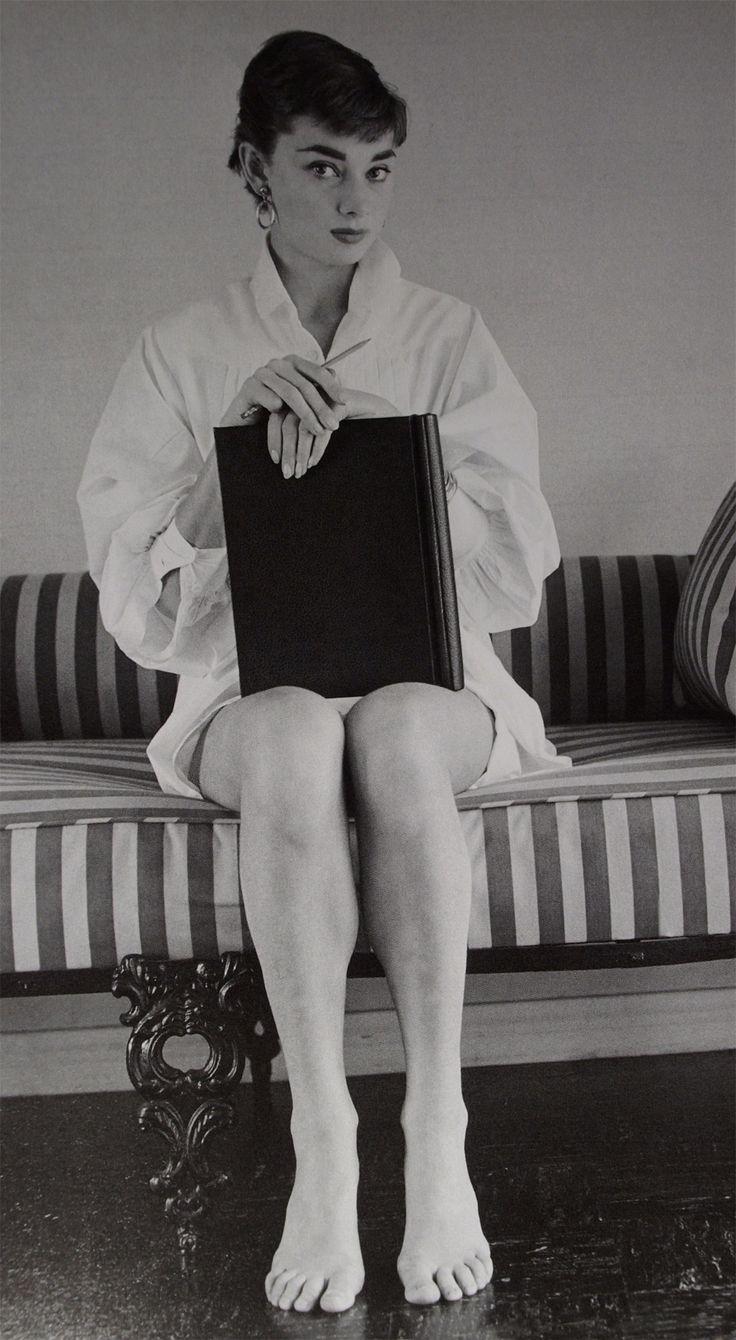 54 best vintage pin up images on pinterest joan. Black Bedroom Furniture Sets. Home Design Ideas