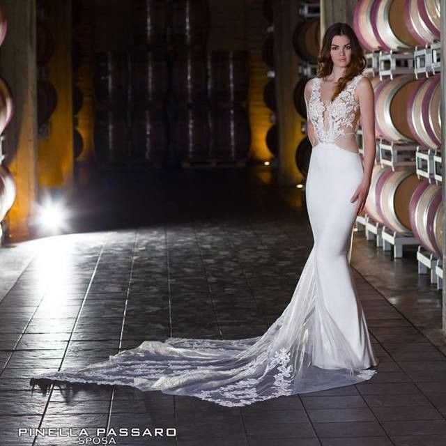 L'esaltazione delle curve femminili in un abito ricamato sul corpo come fosse un guanto...dalla collezione Pinella Passaro Sposa wedding in Tuscany