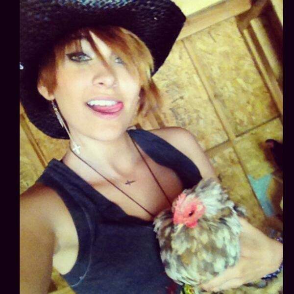 Paris Jackson gets love from celebs on Twitter