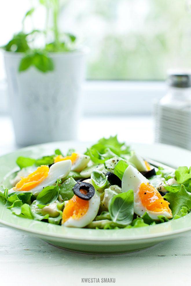 Prosta i szybka sałatka z awokado, zielonego ogórka i jajka. Avocado, Cucumber & Egg Salad od @Kwestia Smaku