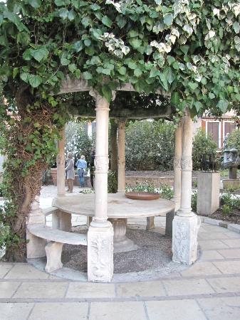 Collezione Peggy Guggenheim: Bellissimo angolo del Giardino