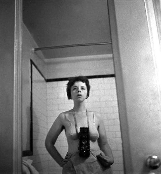 "Lisette Model: ""La madre"" de Diane Arbus ela foi professora da Diane Arbus em NY. http://odaaniepce.wordpress.com/2010/06/27/lissete-model-la-madre-de-diane-arbus/"