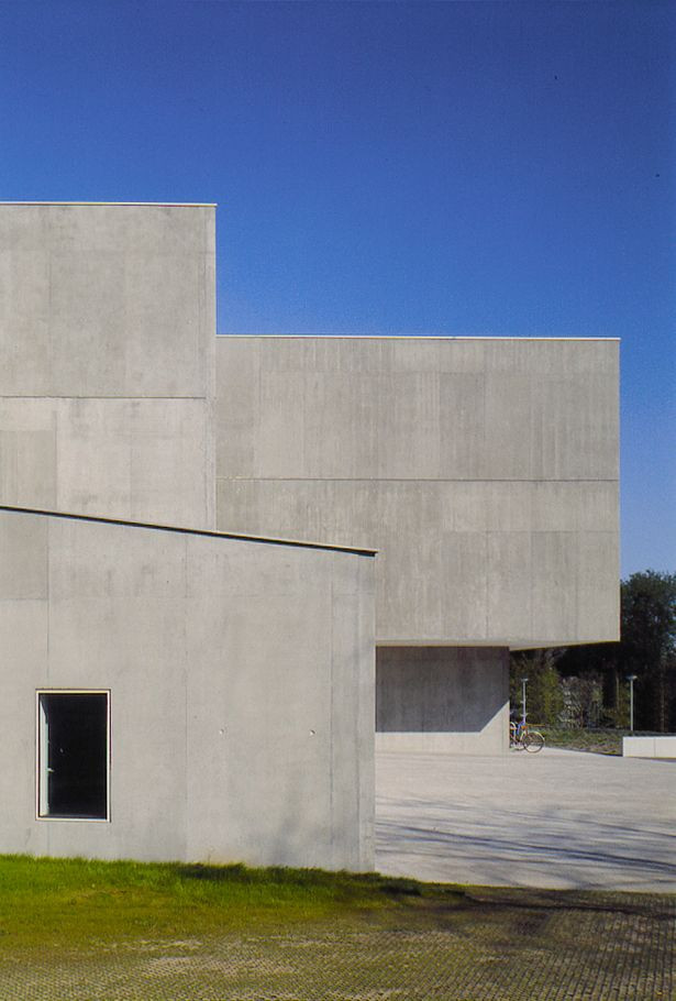 High School in Strasbourg | Dominique Coulon & associés; Photo: Jean-Marie Monthiers | Archinect