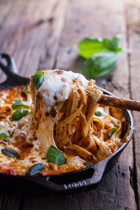 Cremiger Tomate-Basilikum-Auflauf aus einem Topf | 26 unfassbar gute Nudelgerichte aus dem Ofen, die Dich wärmen werden