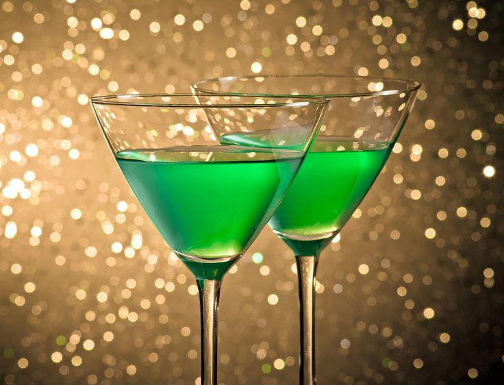 Malzemeler 3 adet fıstık 1.5 cl. votka 1.5 cl. İtalyan likörü amaretto Yapılışı Amaretto ve votkayı shot bardağının içine sırayla dökün. Fıstıkları içine atın ve servis yapın.