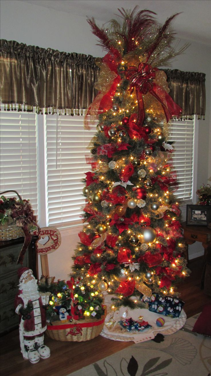 Christmas tree decorating with burlap and deco mesh craft outlet - Christmas Tree Decorated With Deco Mesh