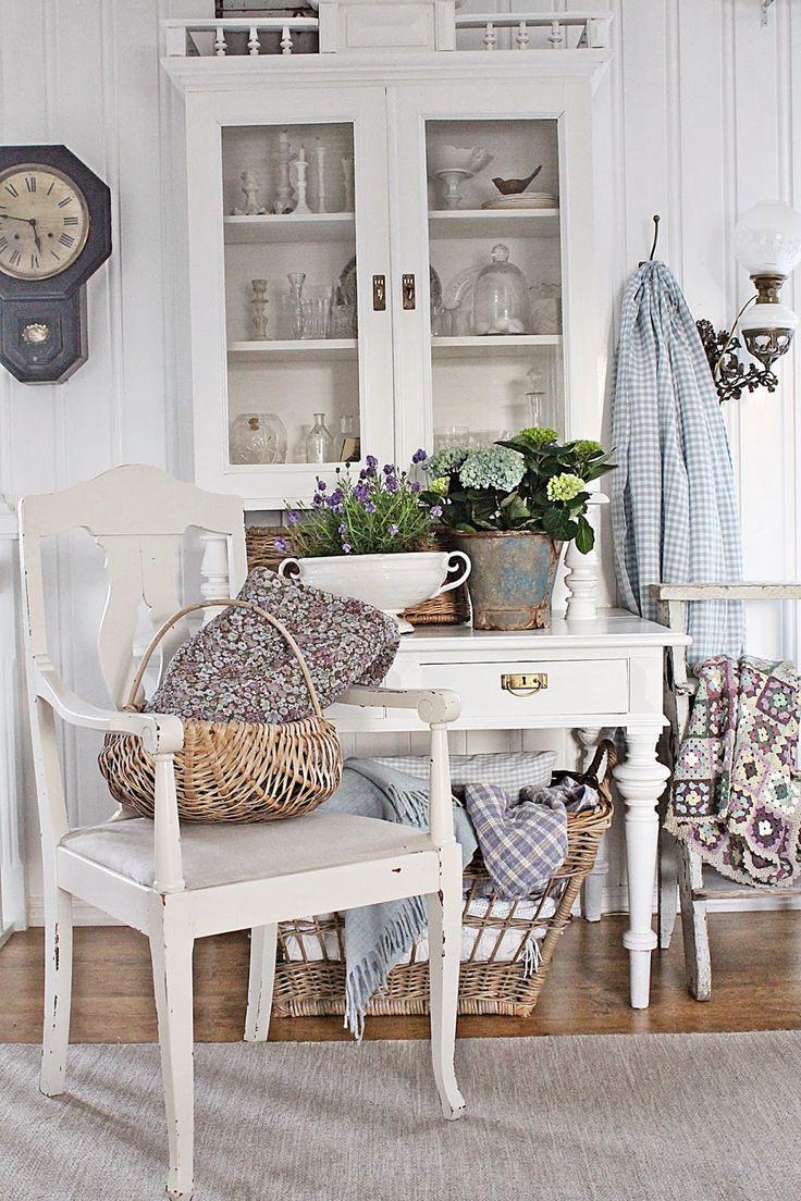 VIBEKE DESIGN: Vårlig ,lyst og blått i stuen !