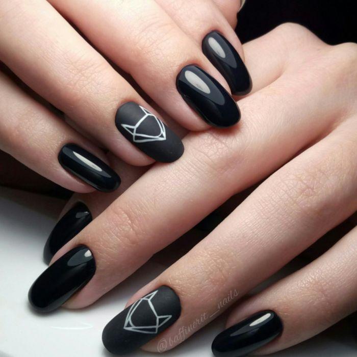 Черно белые треугольники маникюр