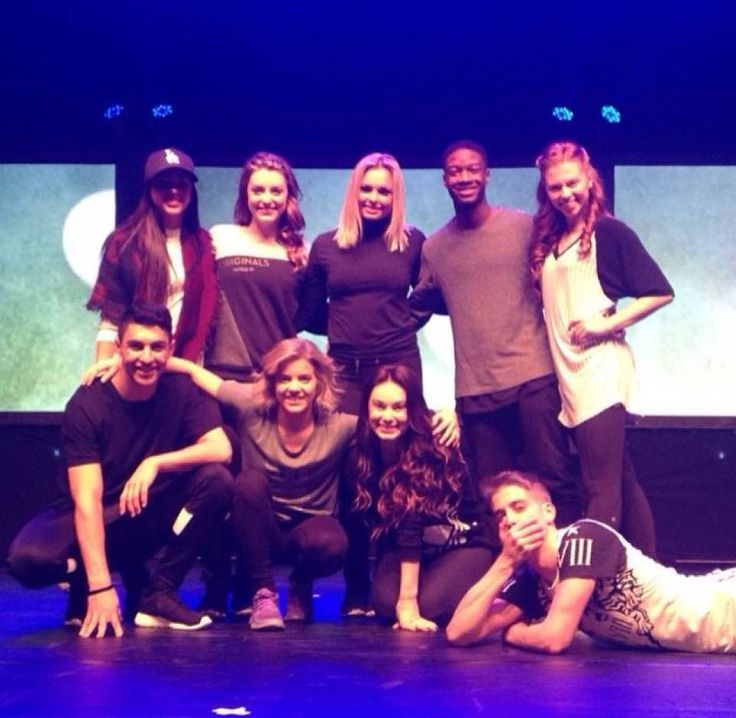 Cast of tns there live show