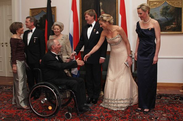 Princess Maxima Photos Photos - (From L to R) German President Christian Wulff, Queen Beatrix of the Netherlands, Prince Willem-Alexander of the Netherlands, Princess Maxima of the Netherlands and German First Lady Bettina Wulff greet German Finance Minister Wolfgang Schaeuble and his wife Ingeborg as they attend a state banquet given in honour of the visiting Dutch royals at Bellevue Presidential Palace on April 12, 2011 in Berlin, Germany. The Dutch royals, including Queen Beatrix, Prince…