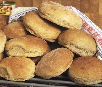 Baka bröd med baljväxter som linser, kikärter och sojabönor! Ett förstaklassigt brödrecept som tack vare sirap, rapsolja och vetemjöl special ger dig saftiga och härliga småbröd.