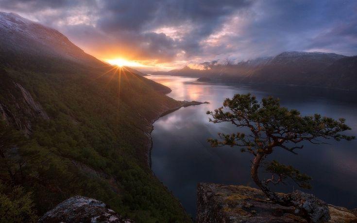 Árboles paisaje montañas puesta de sol mar lago rock naturaleza reflexión Nubes amanecer Pico nevado Noruega noche Mañana niebla costa Arbustos fiordo desierto oscuridad nube montaña clima amanecer lago Fenómeno atmosférico Formaciones montañosas cordillera