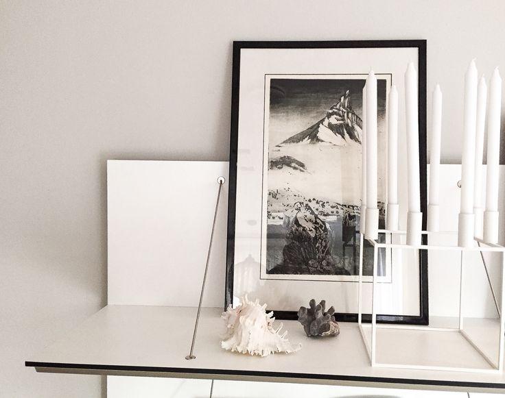 Hylle fra #bebitalia med sort hvitt, bilde av #sigurdwinge