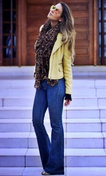 Look Onça e Amarelo - Moda it | Moda It  Lenço Animal Print + Jaqueta Amarela + Flare Jeans + Óculos Espelhado