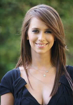 long, heavy side bangs - Jennifer Love Hewitt