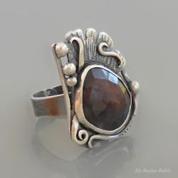 art jewelry, silver, ring, burgundy sapphire, hand made