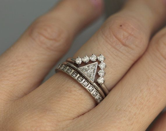 Modern diamond wedding set. 18k solid gold. Elegant and sparkly diamond set. IMPORTANT! This is listing for V shaped band and trillion ring. Eternity