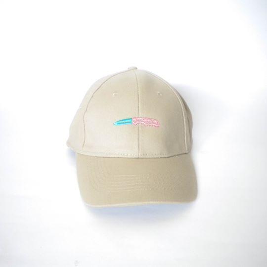 DadCap Beige con navaja bordada. Filtro UV jaja