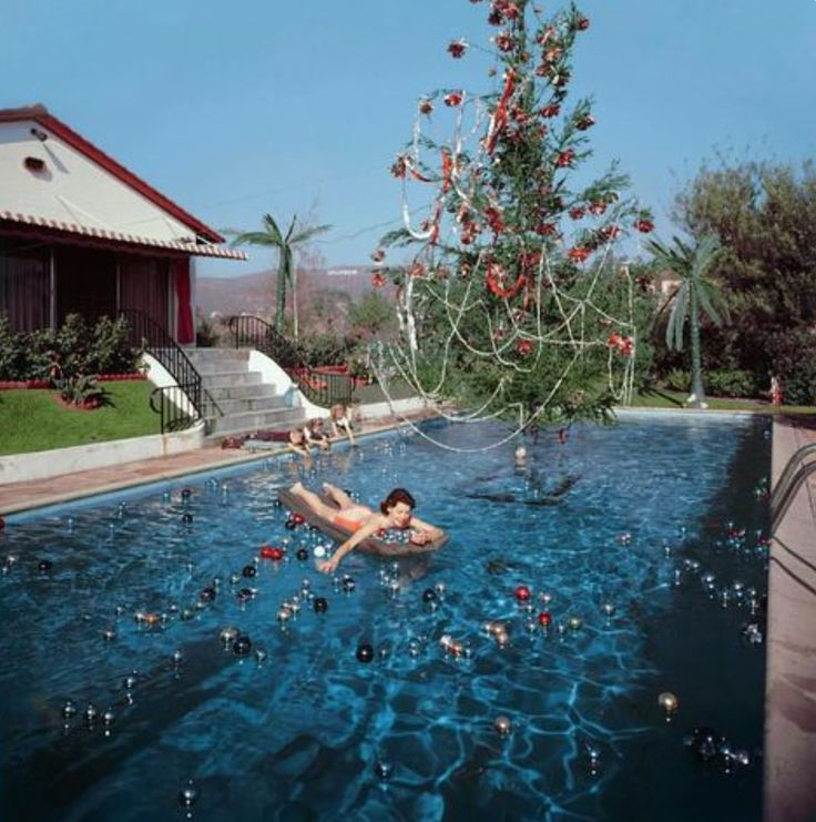 Slim Aarons Photography capturing life just as it should be - sunshine, good times with friends and cocktails. ✖
