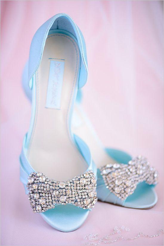 blue and spakle wedding shoes @weddingchicks